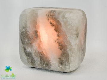 מנורת מלח טיפולית ובטיחותית הכוללת וויסות אור וחום