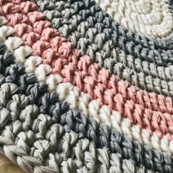 שטיחים סרוגים מחוטי טריקו