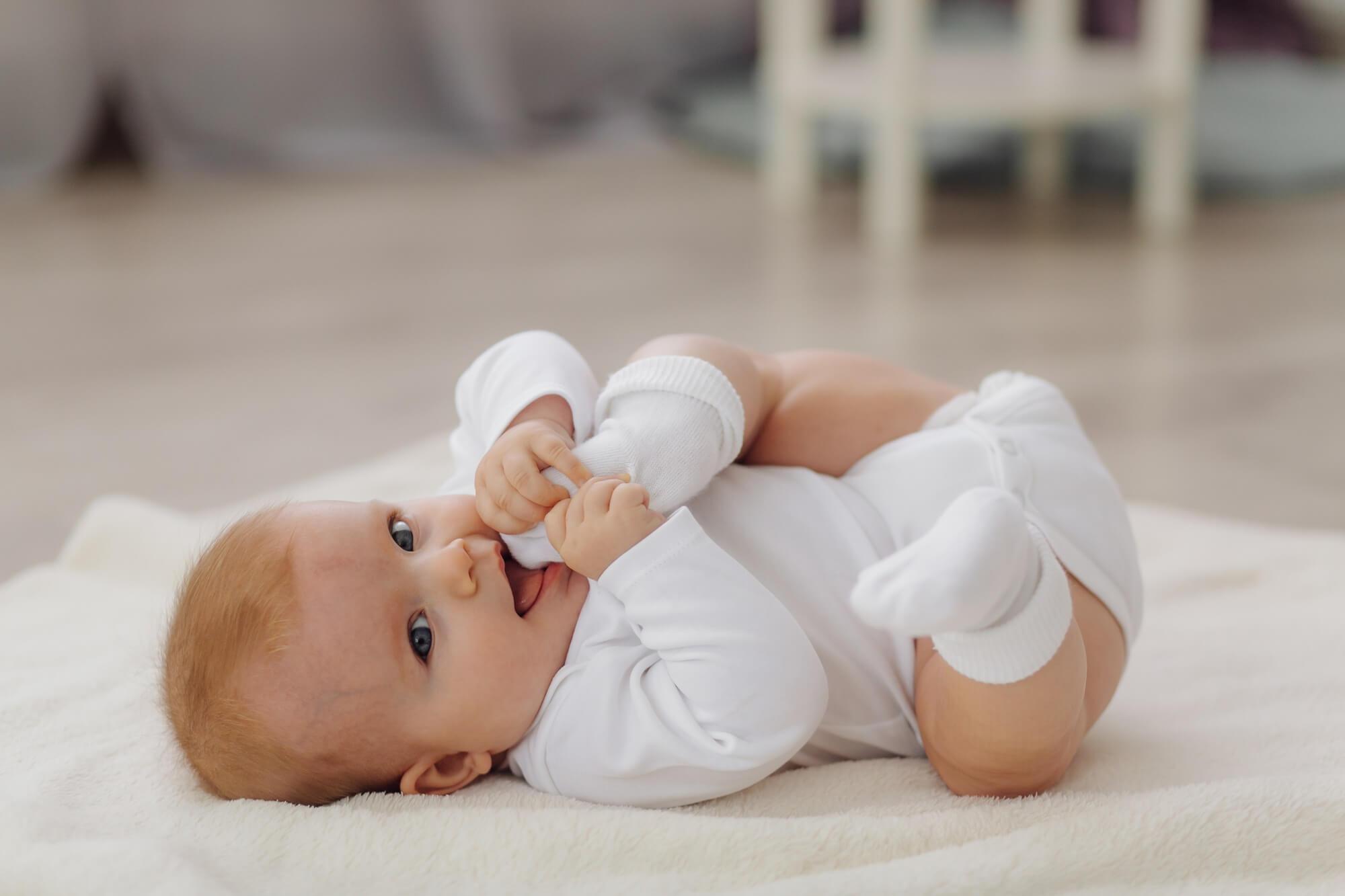 משבר גיל 4 חודשים: כך תתמודדו עם תינוק בוכה, עייף ועצבני