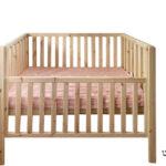 מיטת תינוק נמצדת עם שער עולה ויורד
