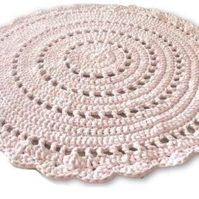 שטיח עגול סרוג בדוגמה מהודרת ורכה בגוון ורוד בהיר