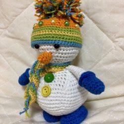 בובת איש שלג סרוגה
