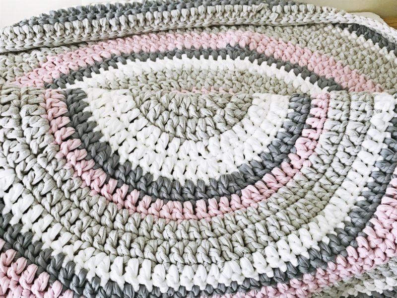 שטיח סרוג עגול סגווני ורוד ואפור רכים