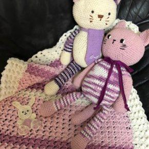 שמיכה דגם ארנבת בגווני וורוד למיטת תינוקת