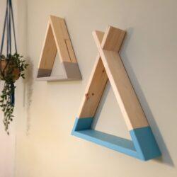 מדף משולש מעץ לחדר ילדים