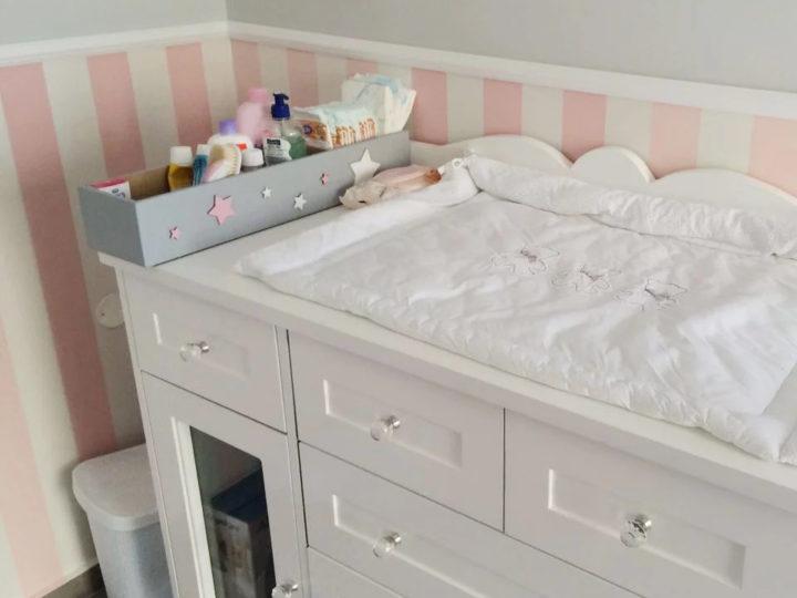 משטח החתלה למיטה