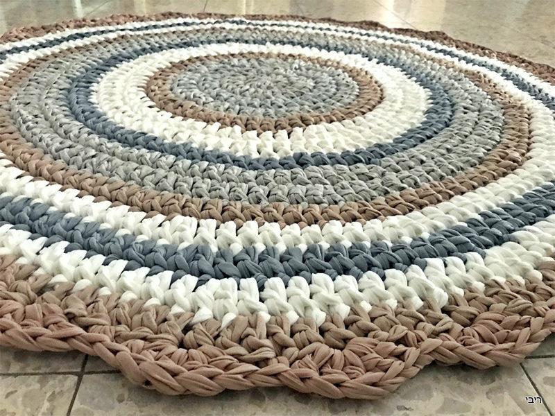 שטיח סרוג מחוטי טריקו עם סיומת מסולסלת לחדר ילדים ותינוקות