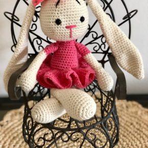 בובת ארנבת עם שמלה