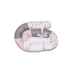 """נחשוש למיטת תינוק דגם """"ורוד עתיק, פרחים ופיקה אפור ולבן"""""""
