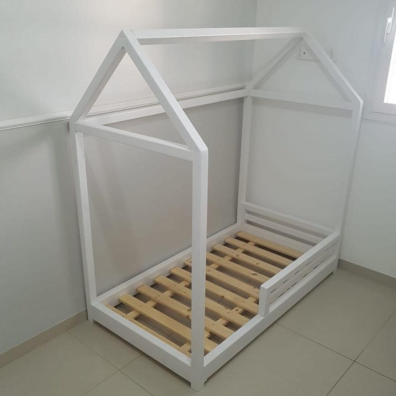 מיטת מעבר עם מעקה קדמי