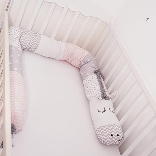 נחשוש ארוך לתינוק ורוד בצורת סוס
