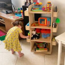 ארגונית משחקים מונטסורי מסתובבת לחדר ילדים